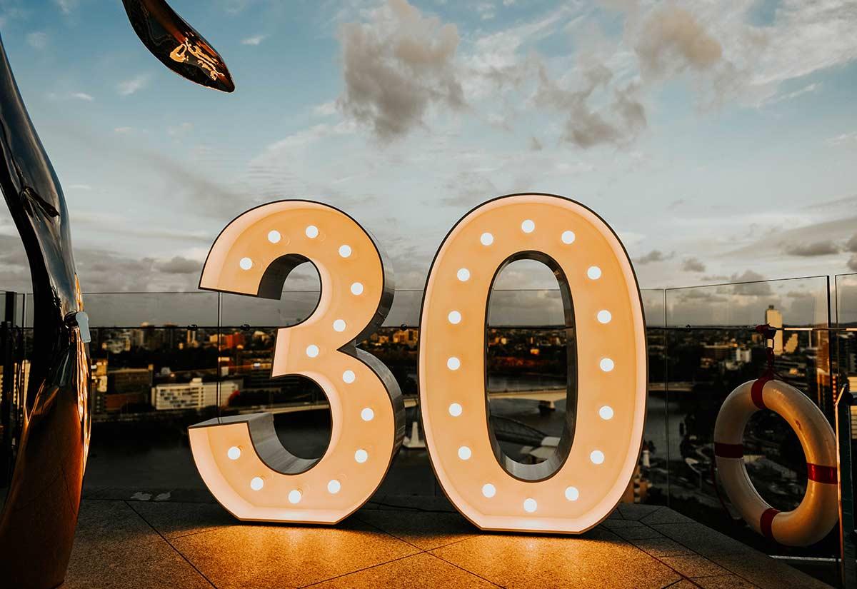 Light up '30'